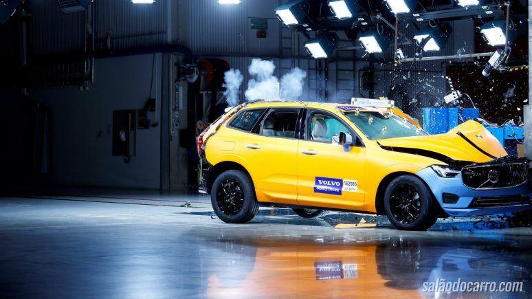 Volvo XC60 consegue bons resultados em testes de capotagens
