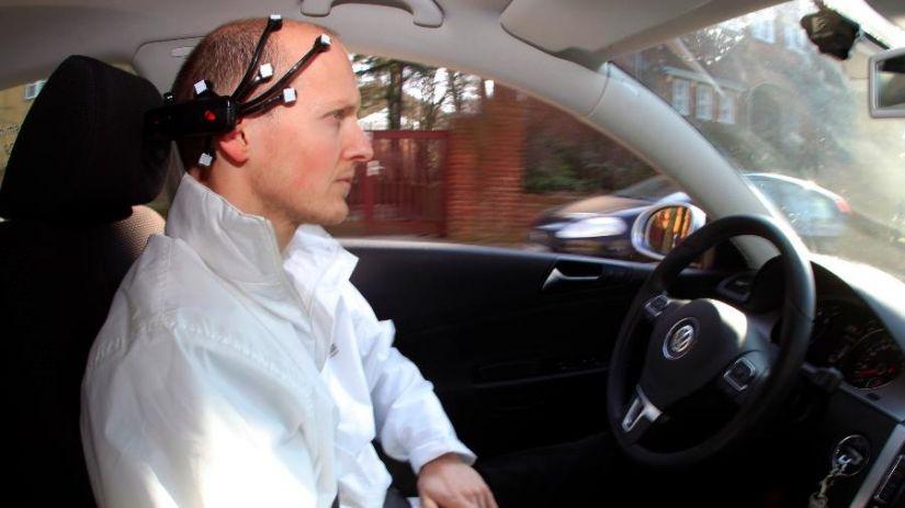Tesla quer que motoristas controlem os carros pelo pensamento
