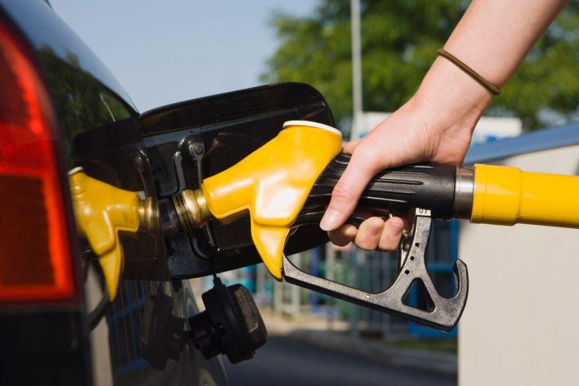 """Montadoras querem criar """"super gasolina"""""""