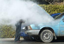"""Saiba o que fazer quando o carro """"ferve"""""""