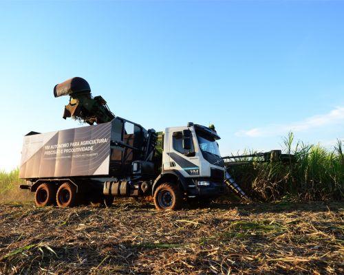 Volvo lança caminhão VM autônomo para utilização na colheita da cana-de-açúcar desenvolvido no Brasil