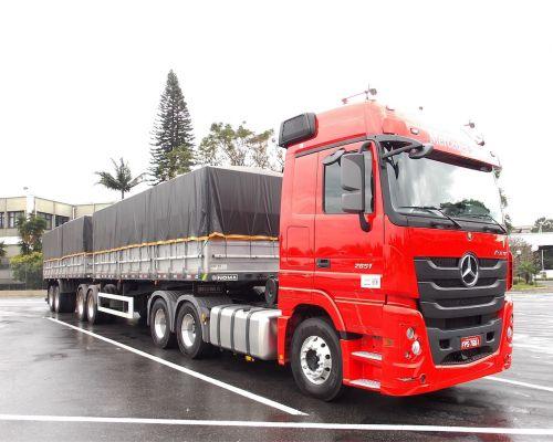 Tecnologias de segurança dos automóveis são destaque do caminhão Mercedes-Benz Actros 2651 6X4