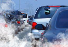 França anuncia plano para acabar com venda de carros movidos a gasolina ou diesel