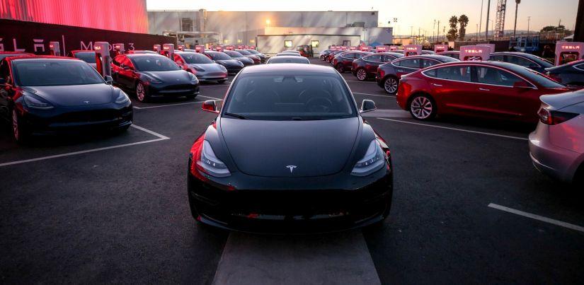 """Tesla lança Model 3 e tenta ampliar seu público com carro mais """"popular"""""""