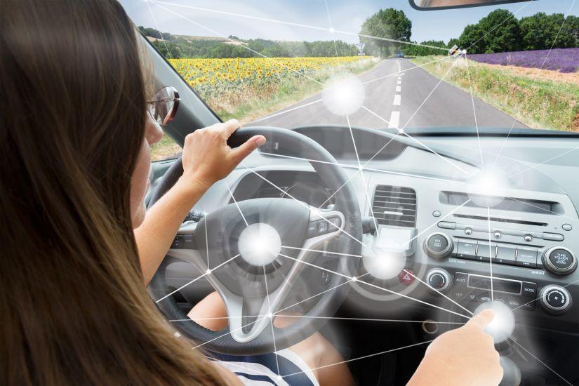 """Pesquisas afirmam que carros inteligentes """"desensinam"""" a dirigir"""