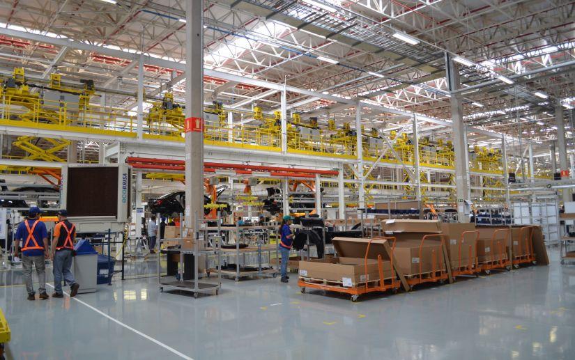 Metalúrgicos paralisam atividades na fábrica de Mercedes-Benz