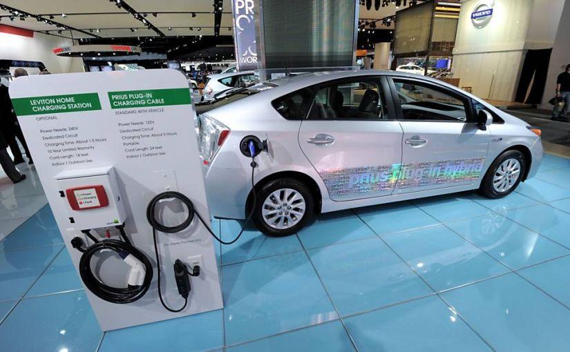 """Brasil ainda deve demorar 15 anos para """"adotar"""" carros elétricos"""