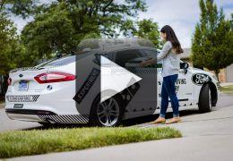 Empresa começa a entregar pizza utilizando carros autônomos