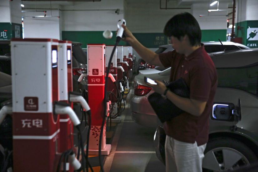 China poderá proibir carros movidos a gasolina e diesel