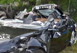 """Agência federal """"condena"""" piloto automático da Telsa por morte"""