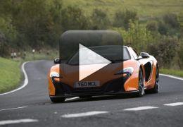 Burro confunde McLaren com cenoura e causa prejuízo