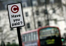 Londres impõe taxas para carros mais poluentes que entram no centro da cidade