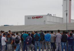 Funcionários da Chery decidem retomar trabalhos depois de um mês de greve