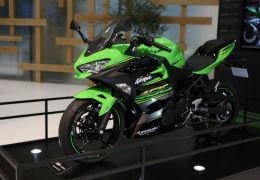 Kawasaki vai vender Ninja 400 e Z 900 RS no Brasil até 2018
