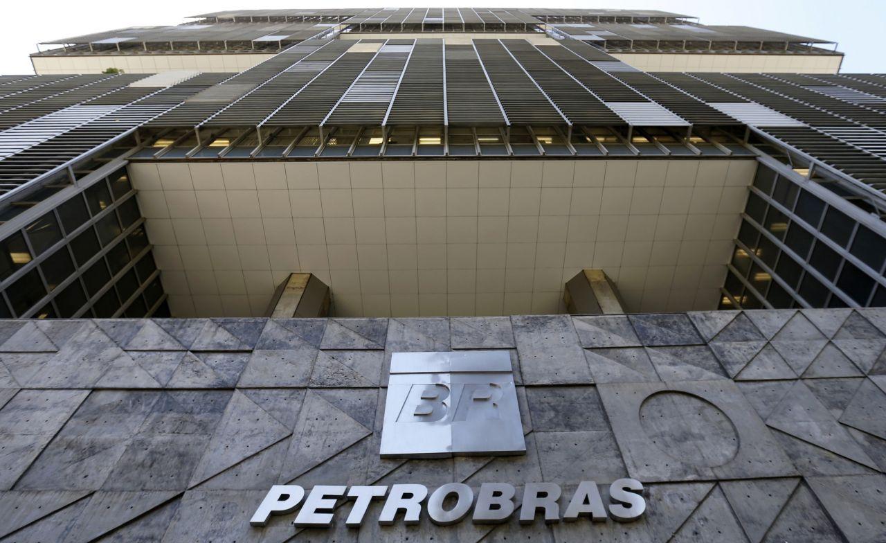 Petrobras reajusta preço da gasolina em 7% em dois dias