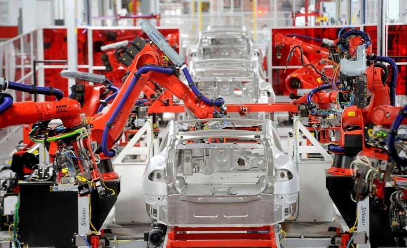 Funcionários afirmam que carros produzidos pela Tesla teriam sua qualidade prejudicada