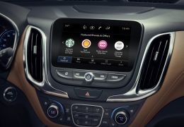 GM inclui app com funcionalidades comerciais na tela do carro nos EUA