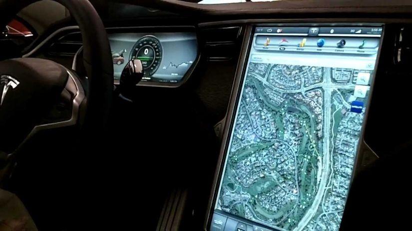 Elon Musk apresenta novo sistema de navegação para carros da Tesla