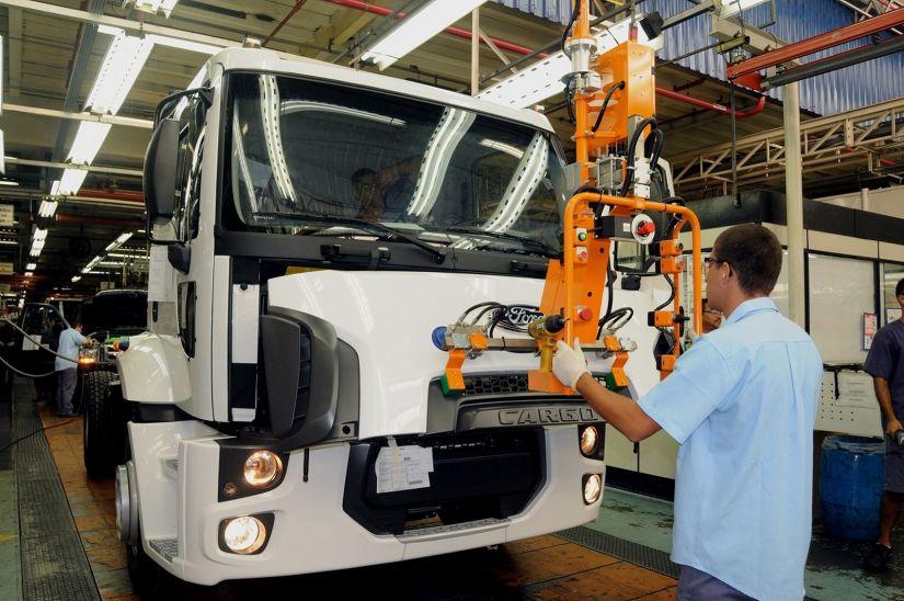 Projeções indicam aumento de 30% nas vendas de caminhões para 2018