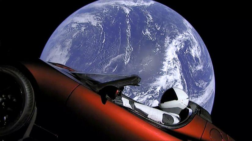 Carro da Tesla viaja para o espaço a bordo do foguete Falcon Heavy