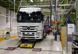 Mercedes-Benz está contratando em fábricas de caminhões no Brasil