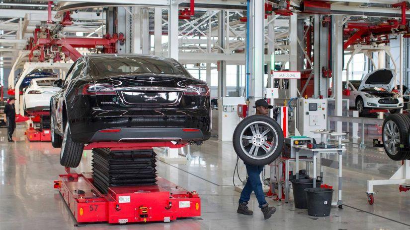 Tesla aumenta produção de Model 3, mas segue abaixo da meta