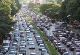 Frota de veículos volta a crescer no Brasil