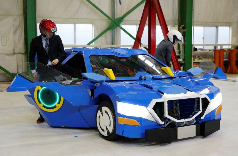Japoneses mostram robô que vira carro em 60 segundos