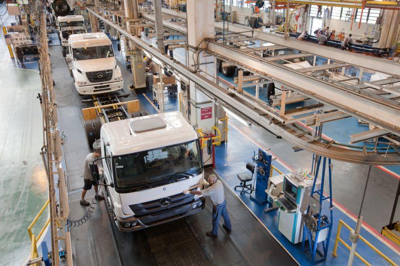 Funcionários da fábrica da Mercedes-Benz no ABC Paulista entram em greve