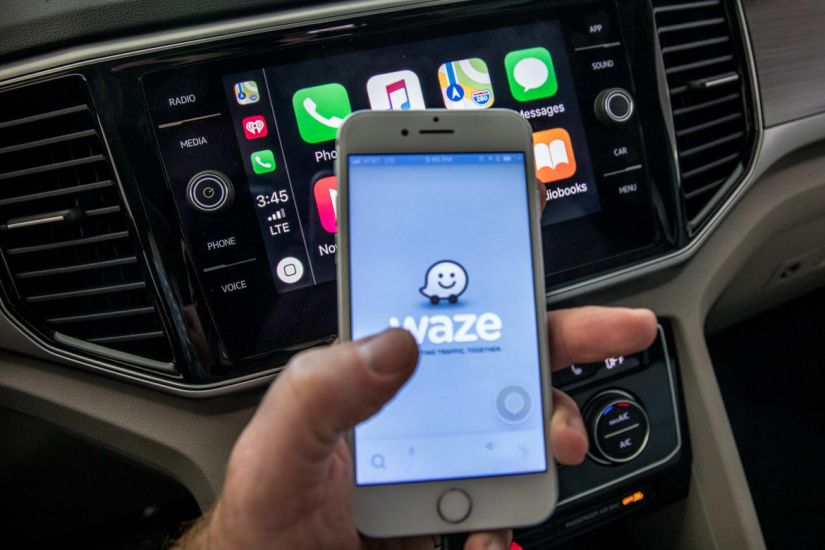 Sistema Carplay terá acesso a Waze e Google Maps