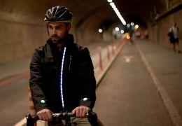 Ford cria jaqueta com itens de tecnologia e segurança para ciclistas