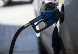 Gasolina e diesel fecham a semana com preço em queda