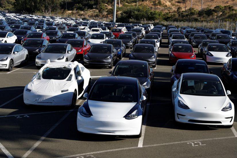 Tesla registra prejuízo de US$ 700 milhões, mas receita recorde