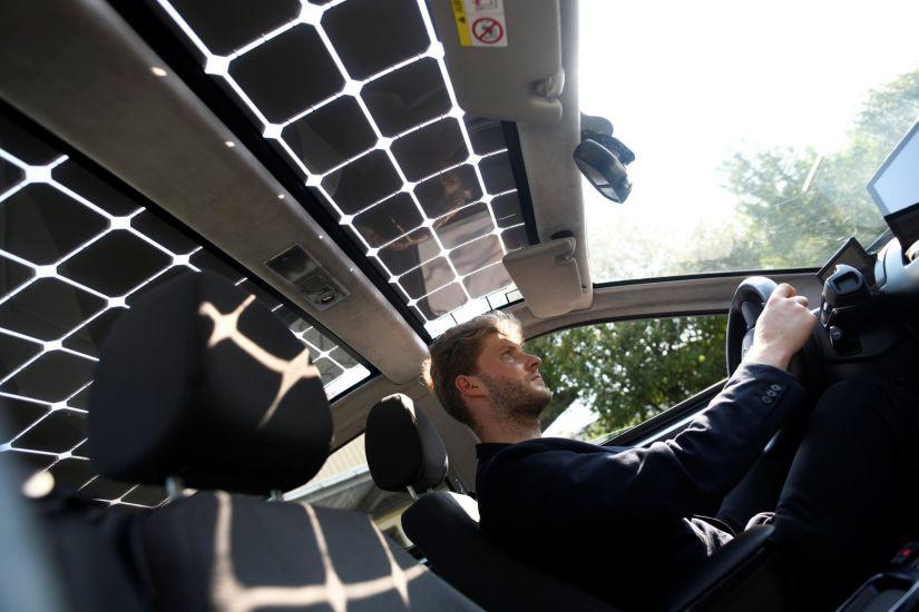Empresa alemã apresenta carro elétrico movido a energia solar