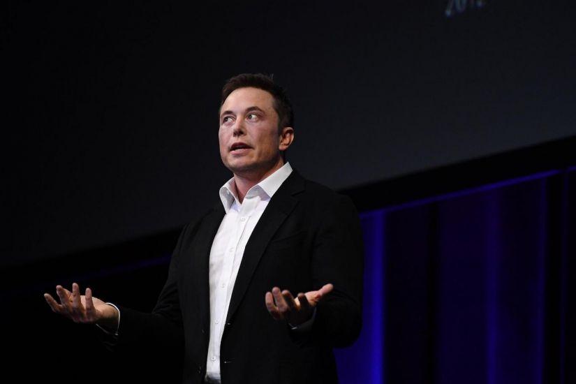 Elon Musk recua e decide não tirar Tesla da Bolsa de Valores