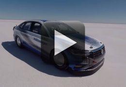 Vídeo mostra Volkswagen Jetta 2.0 TSI alcançando 339 km/h