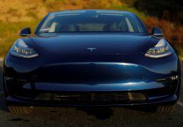 Tesla lança versão intermediária do Model 3 nos EUA