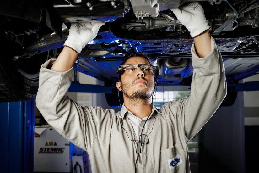Ford vai testar óculos de realidade aumentada para conserto de carros