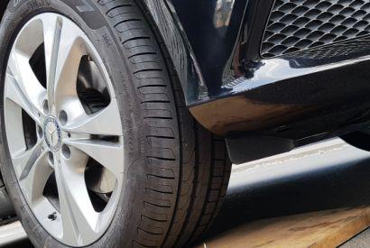 Procon notifica Ford por segurança de pneus