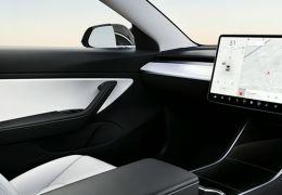 Tesla quer lançar táxis autônomos sem volante no ano que vem