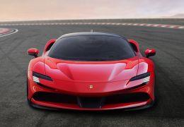Nova Ferrari SF90 possui 1.000 cv de potência e pode ser recarregada na tomada