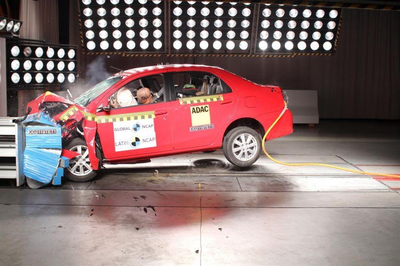 Fiat Argo e Cronos levam apenas 3 estrelas em teste de colisão