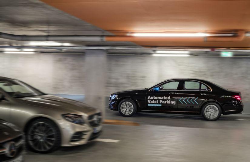 Mercedes-Benz e Bosch lançam serviço de manobrista sem motorista