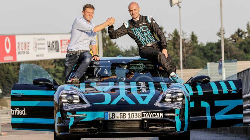 Porsche Taycan consegue recorde elétrico em Nürburgring