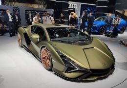 Lamborghini mostra o 1º carro híbrido da sua história