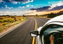 Dicas para economizar combustível e pastilhas de freio na estrada