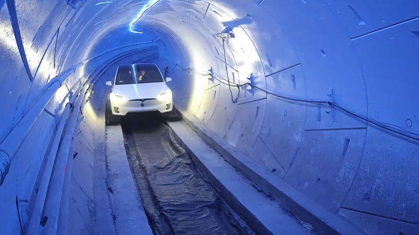 Elon Musk quer construir estradas subterrâneas para carros elétricos