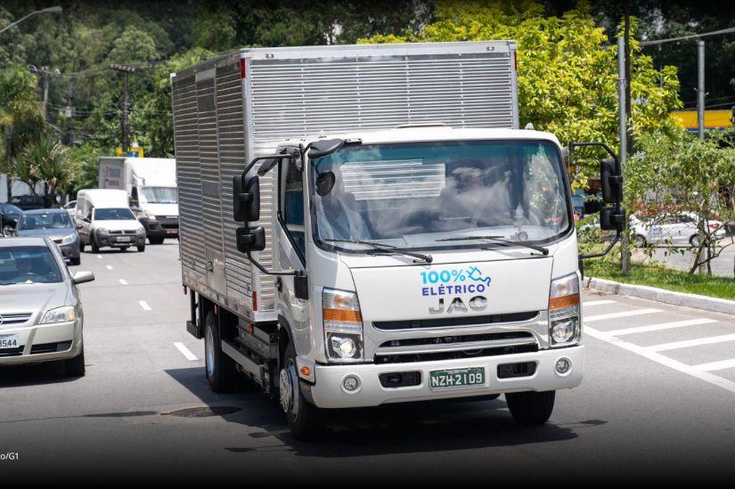 Primeiro caminhão elétrico do Brasil começa a ser entregue em junho