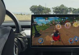 Tesla lança atualização que permite motorista jogar videogame com carro parado