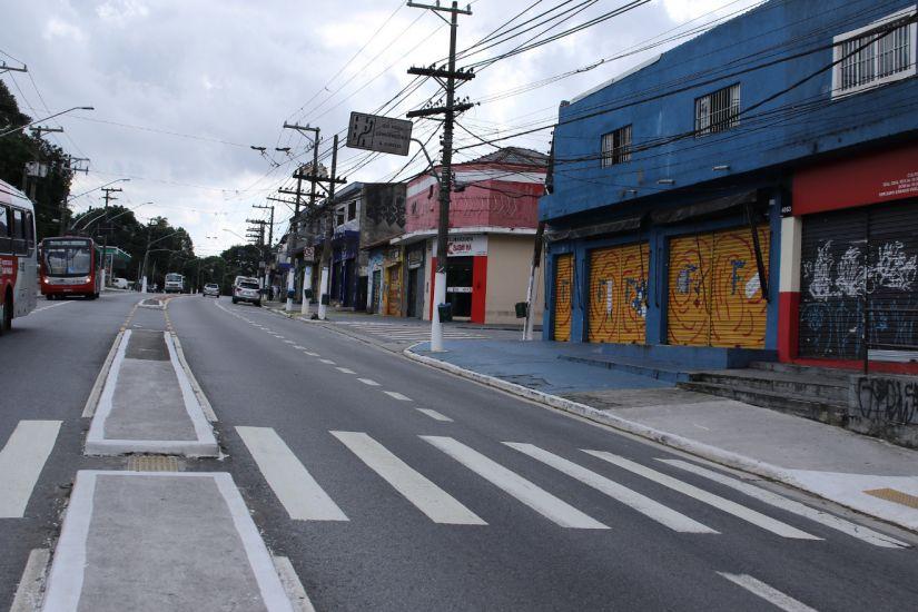 Circulação de carros cai pela metade no Brasil em função do coronavírus